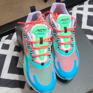 Nike Air 270 React